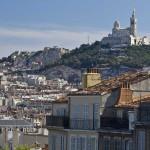 Базилика Нотр-Дам-Де-Ла-Гард на холме в Марселе