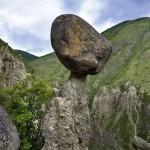 Каменный гриб вблизи