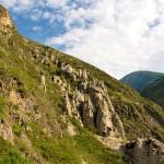Каменные грибы на горе