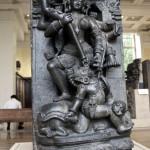 Каменная скульптура Durga Mahishasuramardini в Британском музее в Лондоне