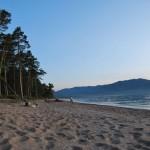 Песчаный берег Байкала