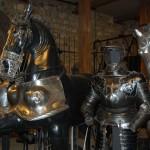 Лошадь с элементами брони