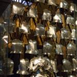 Стенд с элементами брони средневековых рыцарей