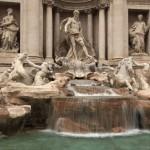 Лазурная вода фонтана