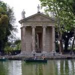 Отдых на лодке в римском парке