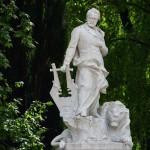 Памятник Виктору Гюго