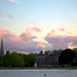 Пруд в Кенсингтонском саду с великолепным видом на дворец
