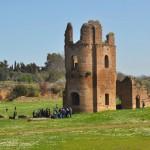 Древнее сооружения рядом с Аппиевой дорогой