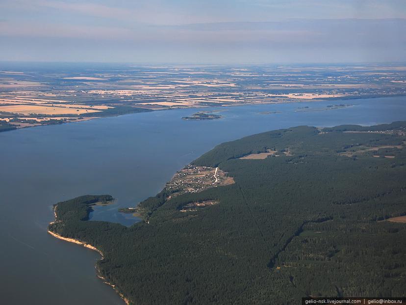 Вид сверху на Новосибирское водохранилище