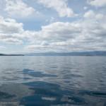 Зеркальная водная гладь на Байкале