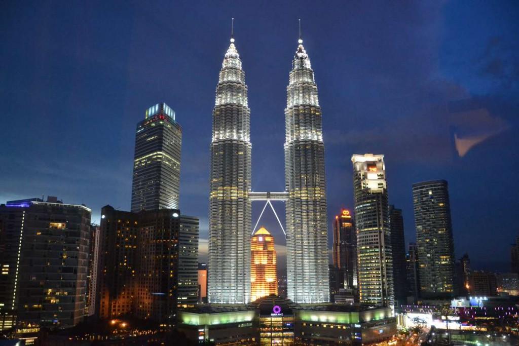 Башни-близнецы Петронас – 452 метра, Малайзия