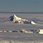 Вершина горы Джомолунгма (Эверест)