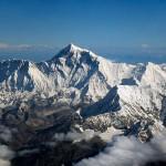 Вид с борта самолета на Эверест