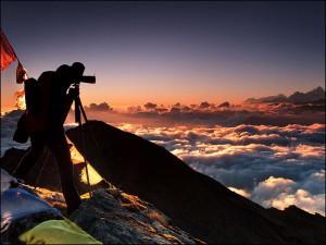 Альпинист на закате, Непал Гималаи