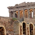 Вид на Парфенон по пути в Акрополь