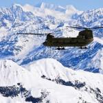 Вертолет на фоне Кордильер