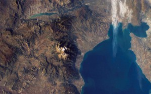 Вид с космоса на гору Олимп