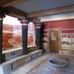 Колонны внутри Кносского дворца