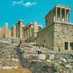 Крайний правый - храм Ники Аптерос