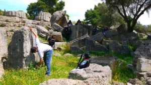 Туристы у храма Зевса