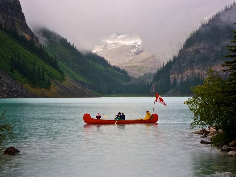 Прогулка на каное по озеру Луиз