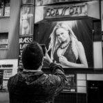 Любопытный турист на Янг Стрит