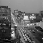 Янг Стрит в ночное время суток