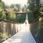 Мост в лучах солнца