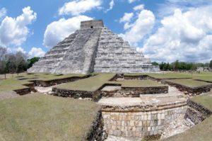 Раскопки рядом с пирамидой Кукулькана