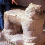 Трон в форме ягуара на входе в нижнее святилище храма Ягуара