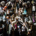 Забытые детские игрушки на острове в Мексике