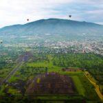 Вид на город Теотиуакан с высоты полета воздушного шара