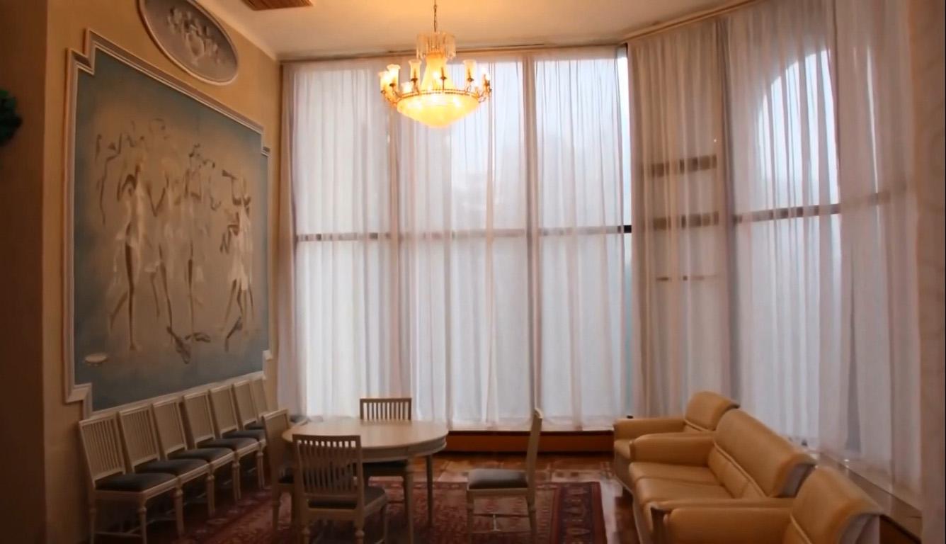 Дворец-санаторий Дюльбер в Кореизе с гостинной